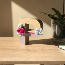 Буква Р декорирана с цветя, филц и перли