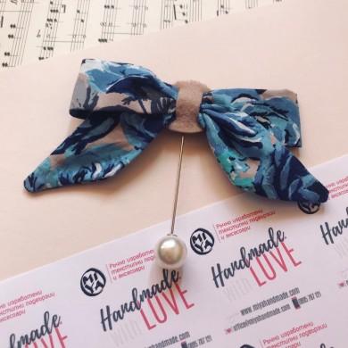 Брошка Сини рози под формата на панделка