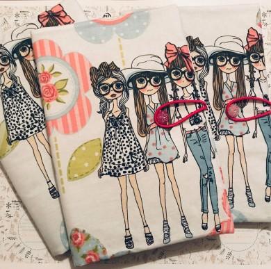 Текстилна подвързия за книга с десен с момичета и зиг заг