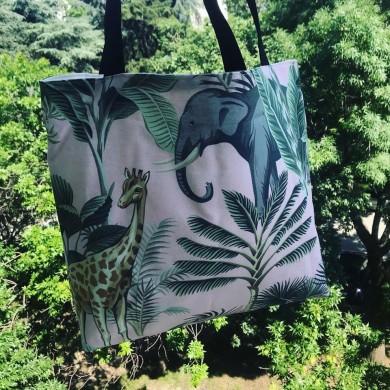 Широка текстилна чанта с дълги дръжки с принт с диви животни