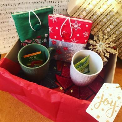 Подаръчен комплект за двама с аксесоари за книга, подложки, чаши  и изненади