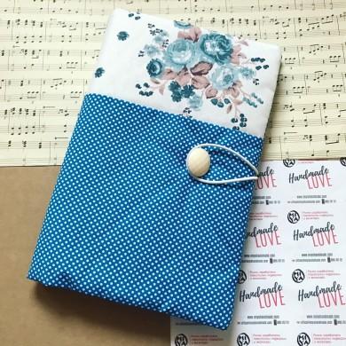Ръчно изработена дреха за книга с рози и точки в синьо