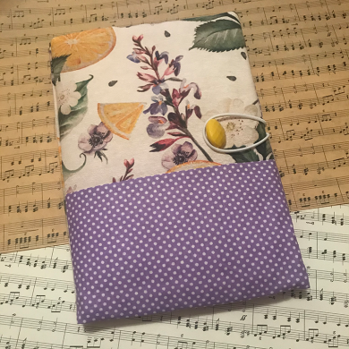 Текстилна подвързия за книга с испански плат с красив десен с цветя, портокали и лилаво на точки