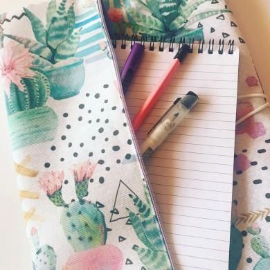 Текстилна подвързия тип органайзер за учебник и тетрадка голям формат с кактуси с 1 външен и 2 вътрешни джоба
