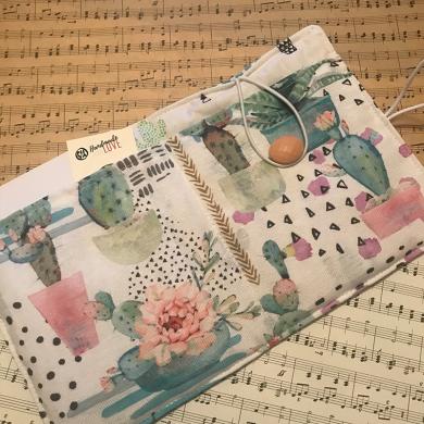 Ръчно изработен текстилен калъф с две вътрешни отделения за ел.четец и бележник Сукуленти