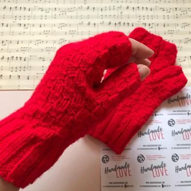 Дамски зимни плетени ръкавици без пръсти в класическо червено
