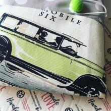 Подвързия за книга от текстил с ретро автомобили