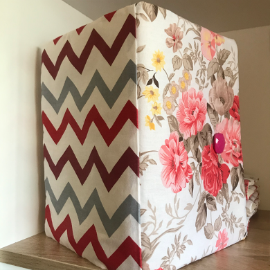 Текстилна подвързия за книга с десен с червени рози със зиг заг