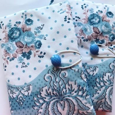 Ръчно изработена дреха за книга със сини рози и орнаменти