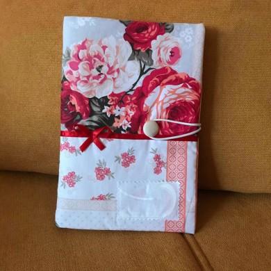 Дреха за книга с десен на божури и с текстилен етикет с подарък изписване на име