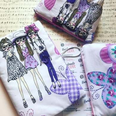 Комплект Момичета с подвързия за книга и несесер