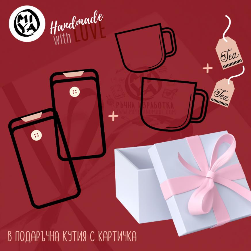Подаръчна кутия за двама с две чаши с дрешки и два калъфа за електронен четец