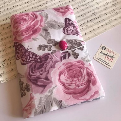 Ръчно изработена текстилна подвързия с лилави рози и пеперуди