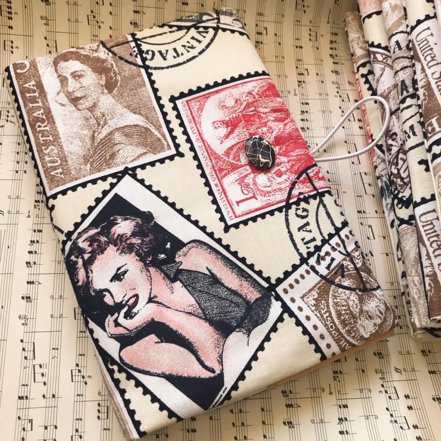 Ръчно изработена текстилна подвързия Ретро с марки с известни личности