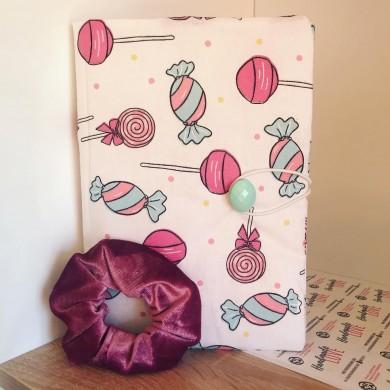 Комплект ръчно изработена подвързия за книга Бонбони и розово скрънчи за коса