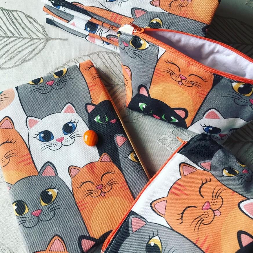 Подвързия за книга и несесер Весели котки