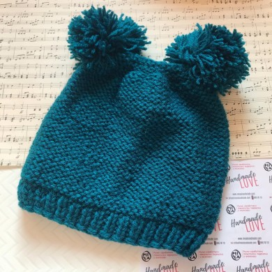 Дамска зимна шапка 50% вълна в маслено зелено с два помпона
