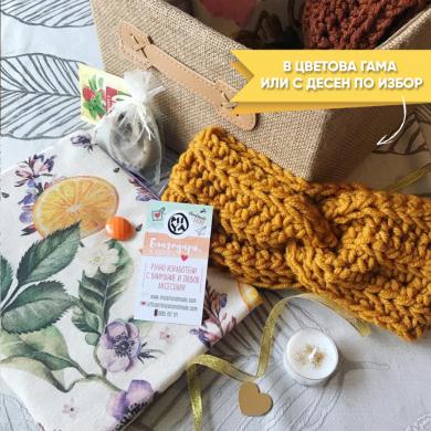 Тематична подаръчна кутия MIYABOX Зима с подвързия за книга, плетена лента за глава и подаръци