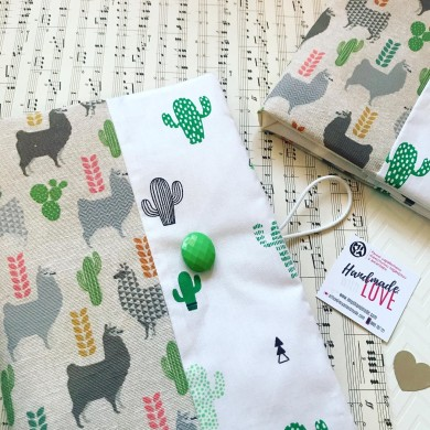 Ръчно изработена текстилна подвързия за книга Лами и кактуси