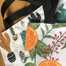 Дамска чанта с дълги дръжки и допълнителен несесер с цип