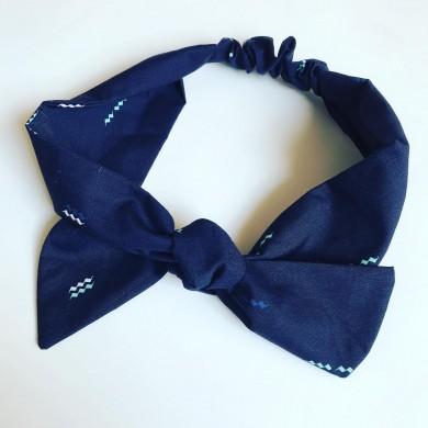 Тъмно синя лента за коса с красиви цветни акценти и регулируем размер