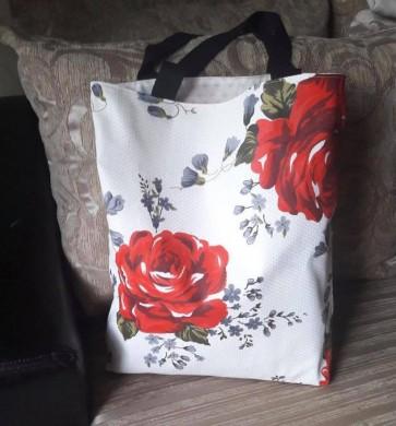 Дамска чанта тип торба с десен на рози