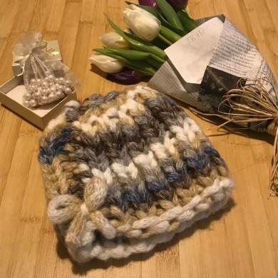 Дамска плетена шапка Меланж с едра плетка и 20% вълна