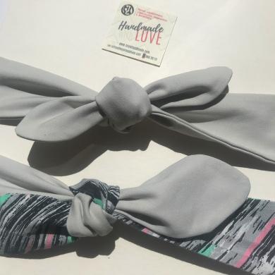 Светло сива лента за коса с ластик и панделка