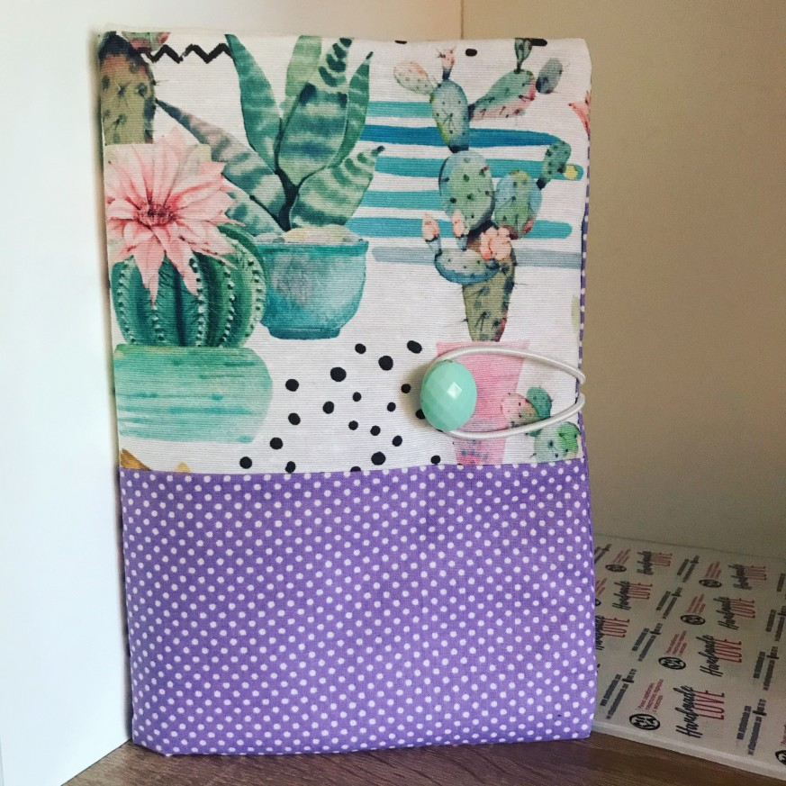 Подвързия за книга с испански плат с десен с кактуси и лилаво на точки
