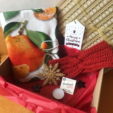 Празничен подаръчен комплект Мандарини с подвързия за книга, плетена лента за глава и коледни украси
