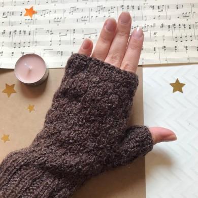 Дамски плетени зимни ръкавици без пръсти в кафяво