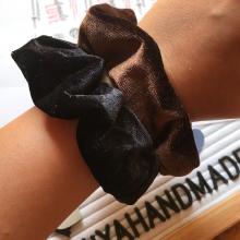 Черно скрънчи за коса от кадифе