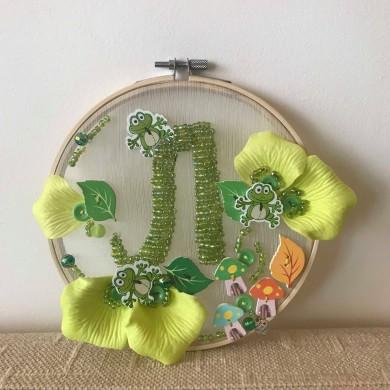 Персонализирано декоративно пано с буква, цветове и фигурки по избор