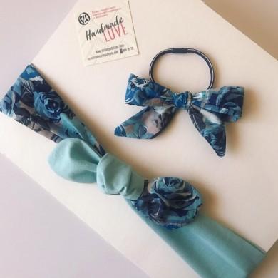 Регулируема лента за коса в синьо с рози