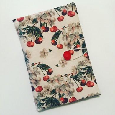 Текстилна ръчно изработена подрързия за книга с десен с череши