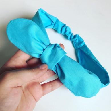 Светло синя лента за коса с ластик и панделка