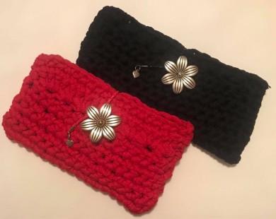 Плетена чанта клъч с метална декоративна закопчалка цвете