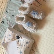 Комплект за бебе с бебешки обувки и 2 бандани лигавник с десени по избор